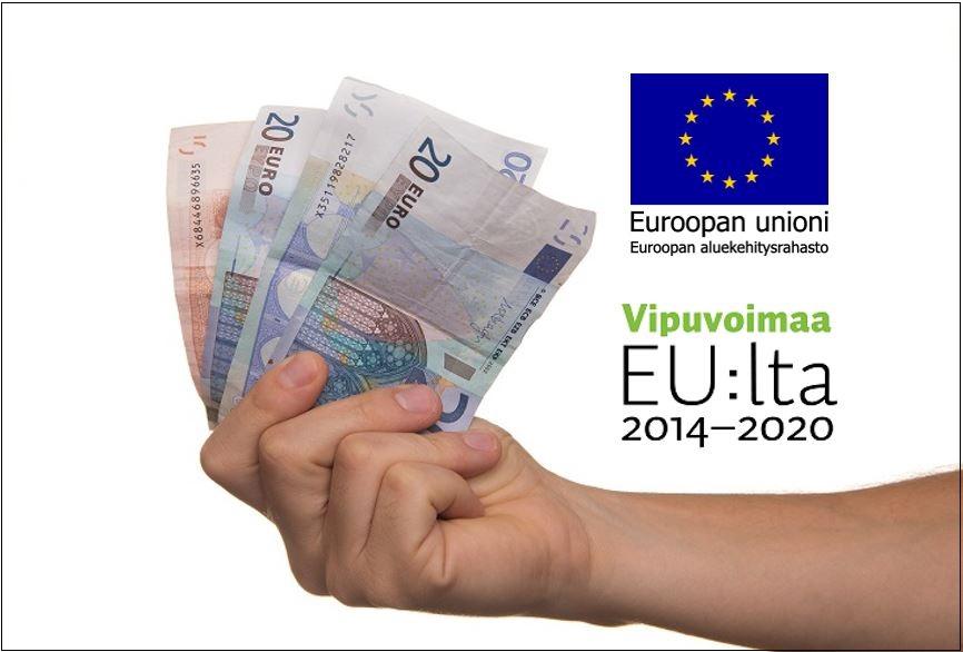 Kädessä nippu seteleitä ja EU:n logot.