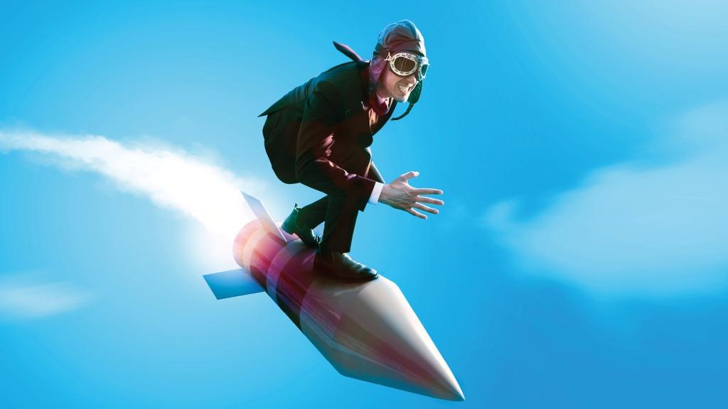 Mies ratsastaa raketin selässä.